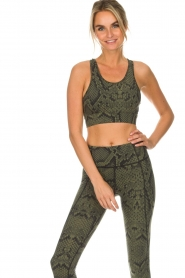 Varley |  Sports bra with snake print Berkely | green  | Picture 4
