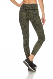 Varley |  Sports leggings with snake print Bedfort TIght | green  | Picture 5