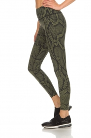Varley |  Sports leggings with snake print Bedfort TIght | green  | Picture 4