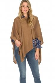 Knit-ted | Poncho Tara | camel  | Afbeelding 4