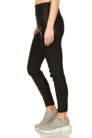 Knit-ted | Faux leather leggings Amber | black  | Picture 4