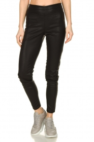Knit-ted | Faux leather leggings Amber | black  | Picture 2