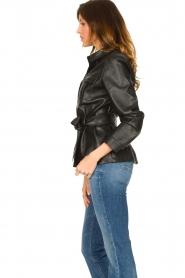 Aaiko | Faux leather blouse met ceintuur Pamas | zwart  | Afbeelding 5