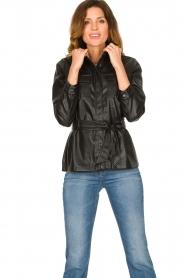 Aaiko | Faux leather blouse met ceintuur Pamas | zwart  | Afbeelding 2