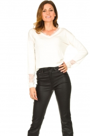 Fracomina |  V-neck sweater Clemente | white  | Picture 3