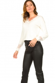 Fracomina |  V-neck sweater Clemente | white  | Picture 4
