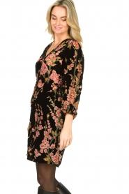 Freebird | Velvet jurk met bloemenprint Floor | roze   | Afbeelding 5