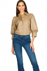 Second Female |  Shiny blouse with puff sleeves Lamour | beige  | Picture 4