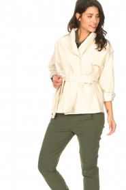 ba&sh | Katoenen jasje met strikceintuur Lost | off white   | Afbeelding 6