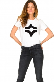 Sofie Schnoor |  T-shirt with logo | white  | Picture 2