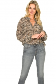 Second Female    Printed ruffle blouse Roger   black    Picture 2