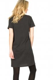 Sofie Schnoor |  T-shirt dress with print Wild Spirit | black   | Picture 7