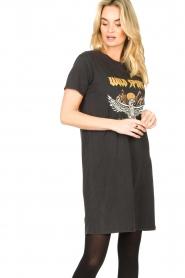 Sofie Schnoor |  T-shirt dress with print Wild Spirit | black   | Picture 5
