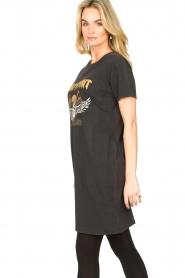 Sofie Schnoor |  T-shirt dress with print Wild Spirit | black   | Picture 6