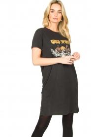 Sofie Schnoor |  T-shirt dress with print Wild Spirit | black   | Picture 4