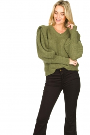 Aaiko |  Knitted sweater with puff sleeves Mascha | green  | Picture 4