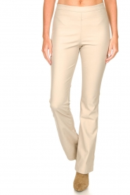 Knit-ted :  Faux leather flared legging Afke | beige - img4