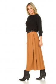 Knit-ted |  Maxi skirt with pockets Rosita | brown  | Picture 4