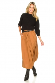 Knit-ted |  Maxi skirt with pockets Rosita | brown  | Picture 2