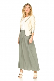 Knit-ted |   Maxi skirt with pockets Rosita | green  | Picture 3