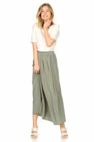 Knit-ted |   Maxi skirt with pockets Rosita | green  | Picture 5