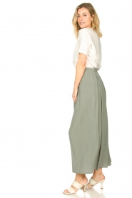 Knit-ted |   Maxi skirt with pockets Rosita | green  | Picture 6