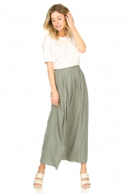 Knit-ted |   Maxi skirt with pockets Rosita | green  | Picture 4
