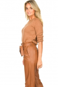 Knit-ted |  Basic sweater with boat neck Poppy | brown  | Picture 6