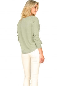 Knit-ted |  Basic sweater with lurex Dahlia | green  | Picture 9