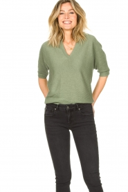 Knit-ted |  Sweater with v-neck Buttercup | green  | Picture 2