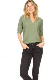 Knit-ted |  Sweater with v-neck Buttercup | green  | Picture 5