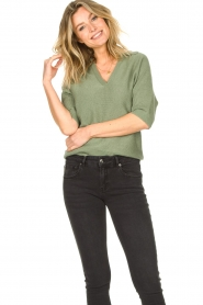 Knit-ted |  Sweater with v-neck Buttercup | green  | Picture 4