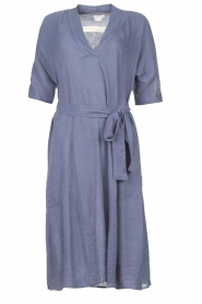 Knit-ted |  blauw | Midi dress with matching waistbelt Aileen | blue