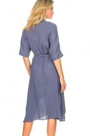 Knit-ted |  blauw | Midi dress with matching waistbelt Aileen | blue  | Picture 7