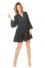Devotion | Katoenen jurk met ruches Hague | donker grijs   | Afbeelding 3