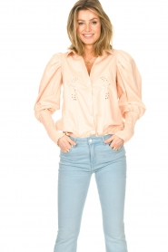 Sofie Schnoor |  Cotton blouse with puff sleeves Marie | pink  | Picture 2
