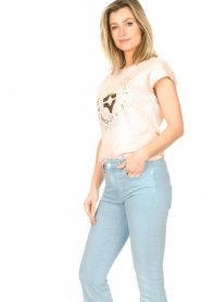 Sofie Schnoor |  Cotton T-shirt with print Nicoline | pink  | Picture 4