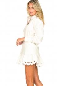 Silvian Heach |  Cotton dress with waist belt Kiuwa | white  | Picture 6
