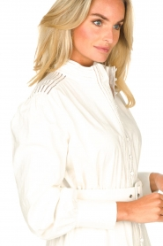 Silvian Heach |  Cotton dress with waist belt Kiuwa | white  | Picture 8