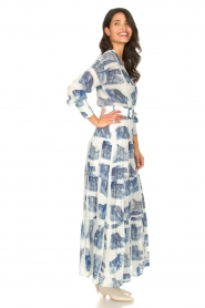 Silvian Heach |  Maxi dress with print Peakes | blue  | Picture 5