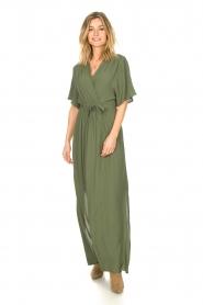 Silvian Heach |  Maxi dress with waist belt Remus | green  | Picture 2