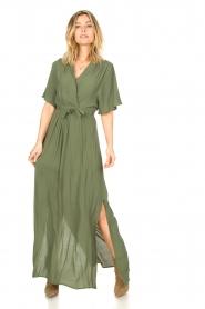 Silvian Heach |  Maxi dress with waist belt Remus | green  | Picture 3