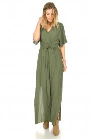 Silvian Heach |  Maxi dress with waist belt Remus | green  | Picture 5