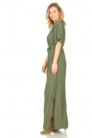 Silvian Heach |  Maxi dress with waist belt Remus | green  | Picture 6