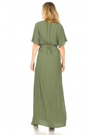 Silvian Heach |  Maxi dress with waist belt Remus | green  | Picture 7