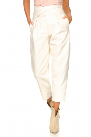 Silvian Heach |  Faux leather pants with balloon legs | white  | Picture 4