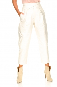 Silvian Heach |  Faux leather pants with balloon legs | white  | Picture 5