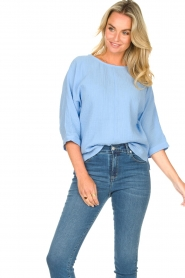 JC Sophie |  Cotton blouse with creased effect Gilda | blue  | Picture 4