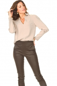 Dante 6 |  Top with v-neck Avedon | beige  | Picture 4