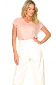 Blaumax |  Linen v-necked T-shirt Fine | pink  | Picture 4